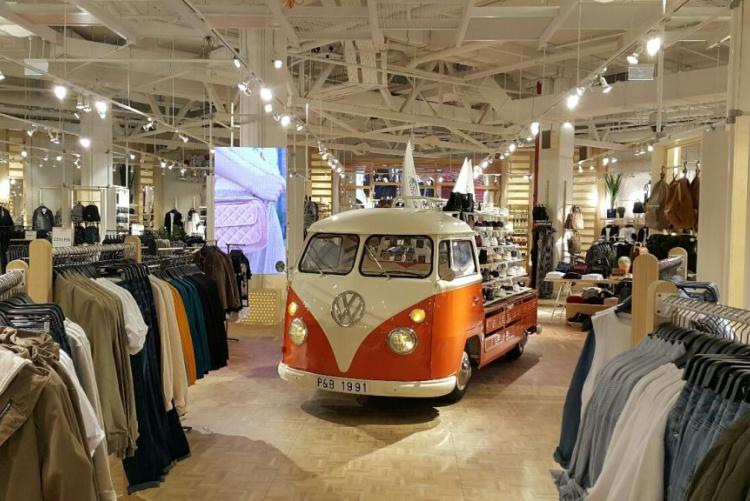 Дизайн магазина с применением необычных инсталляций