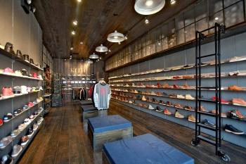 Необычный дизайн магазина обуви